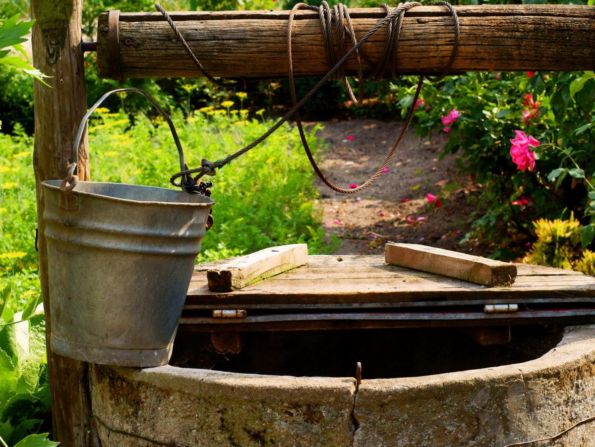 Как правильно оборудовать колодец на даче — инструкция от Roomble