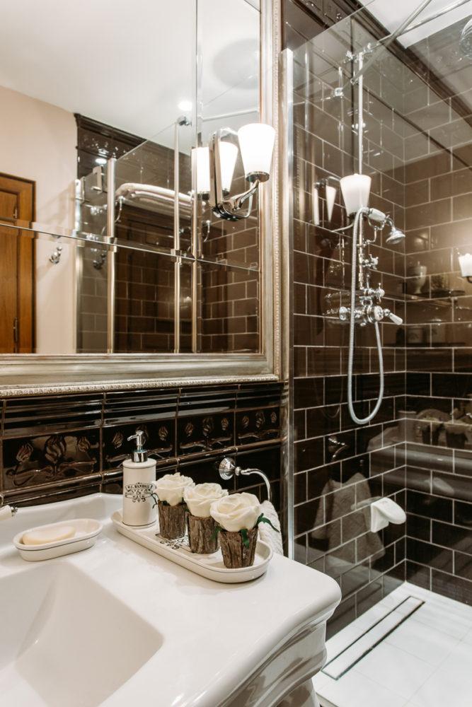 Ванная в  цветах:   Бежевый, Коричневый, Светло-серый, Темно-коричневый, Черный.  Ванная в  стиле:   Прованс.