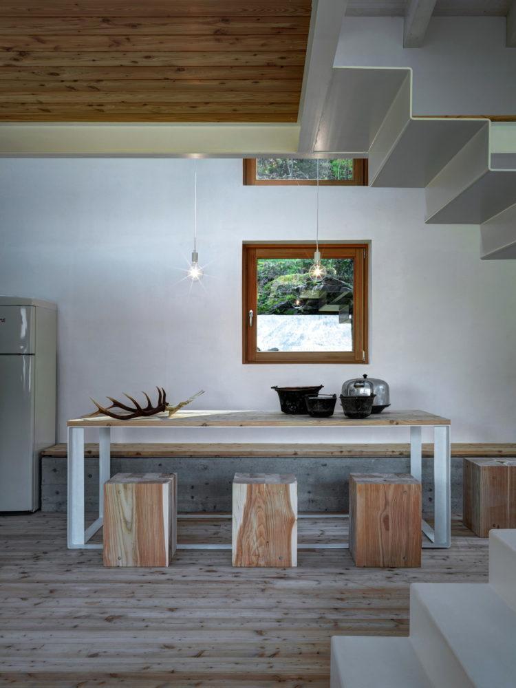Кухня/столовая в  цветах:   Бежевый, Коричневый, Светло-серый, Серый, Темно-коричневый.  Кухня/столовая в  стиле:   Минимализм.