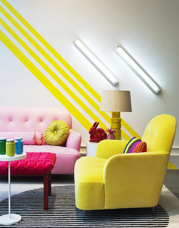 Гостиная в  цветах:   Бежевый, Белый, Лимонный, Светло-серый, Черный.  Гостиная в  стиле:   Эклектика.