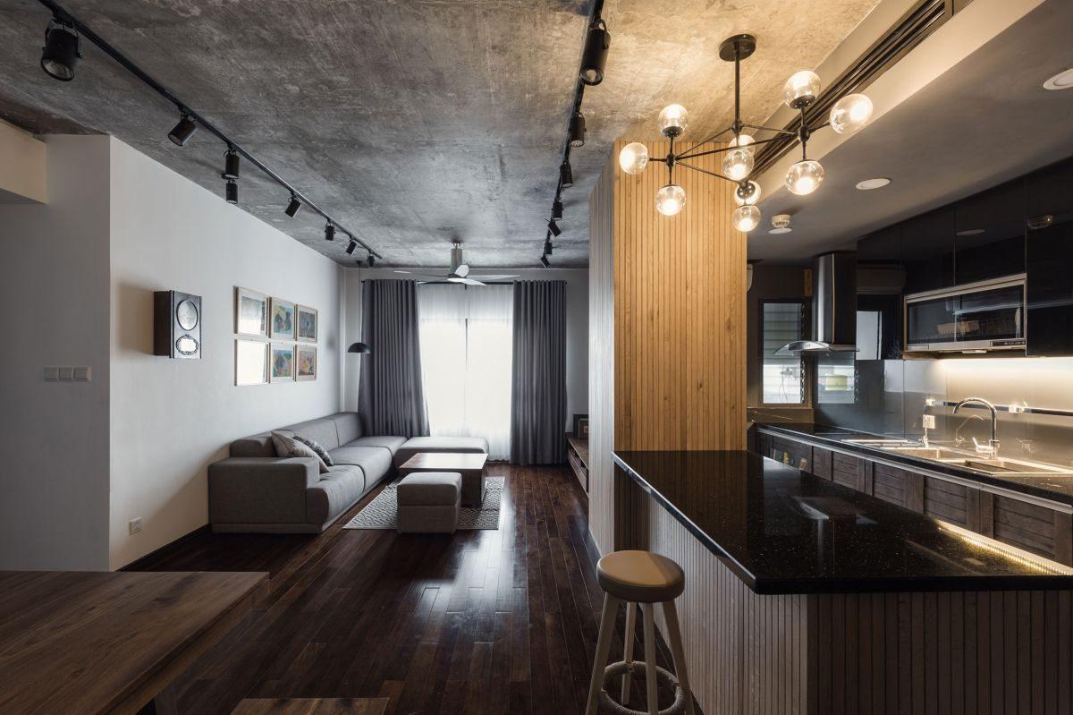 Аскетичная семейная квартира с бетонным потолком