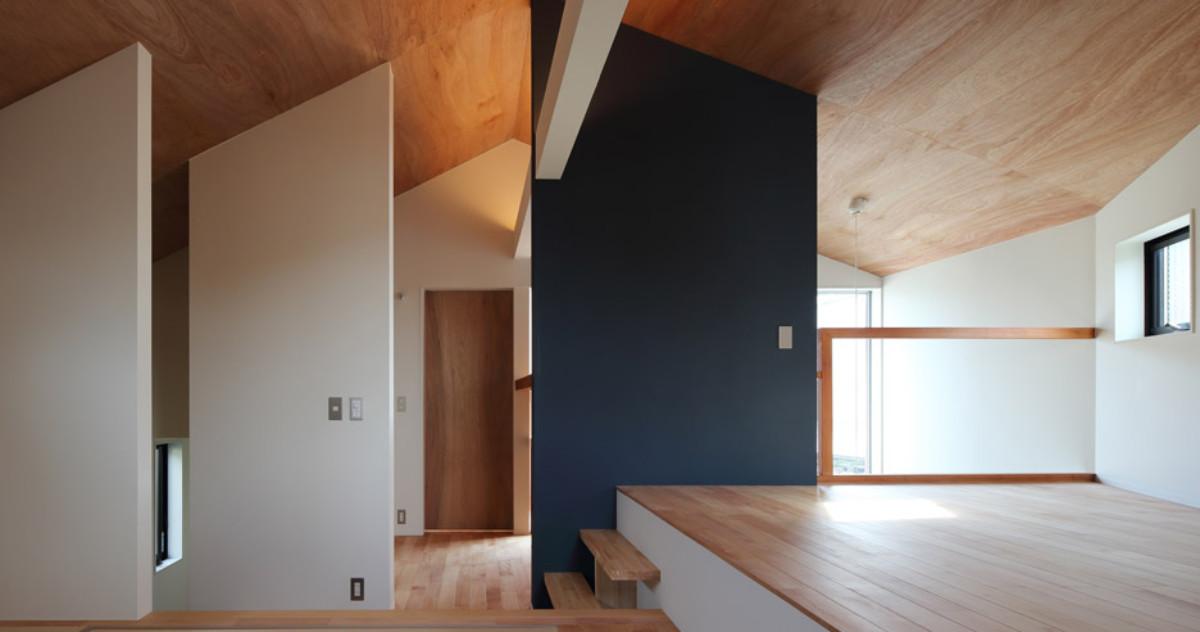 Японский минимализм: аскетизм, красный кедр и вишня в окне