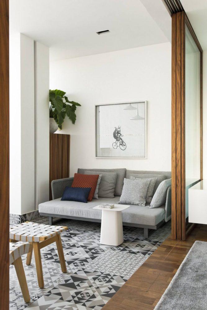 Гостиная в  цветах:   Бежевый, Белый, Коричневый, Светло-серый, Серый.  Гостиная в  стиле:   Минимализм.