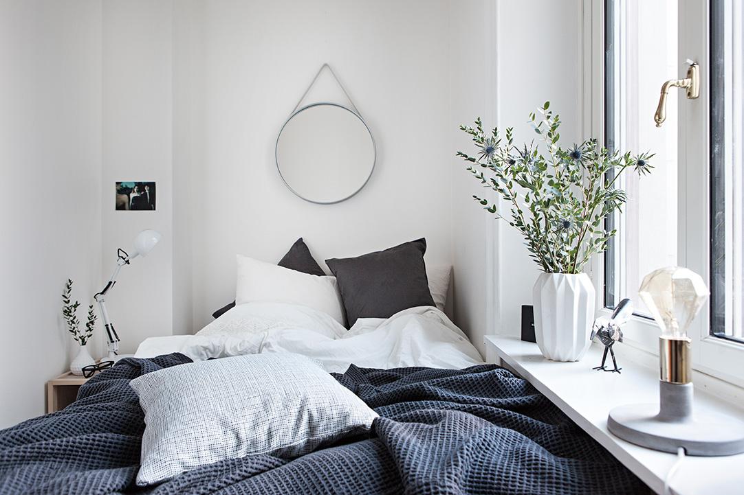 Спальня в  цветах:   Белый, Светло-серый, Серый, Черный.  Спальня в  стиле:   Скандинавский.