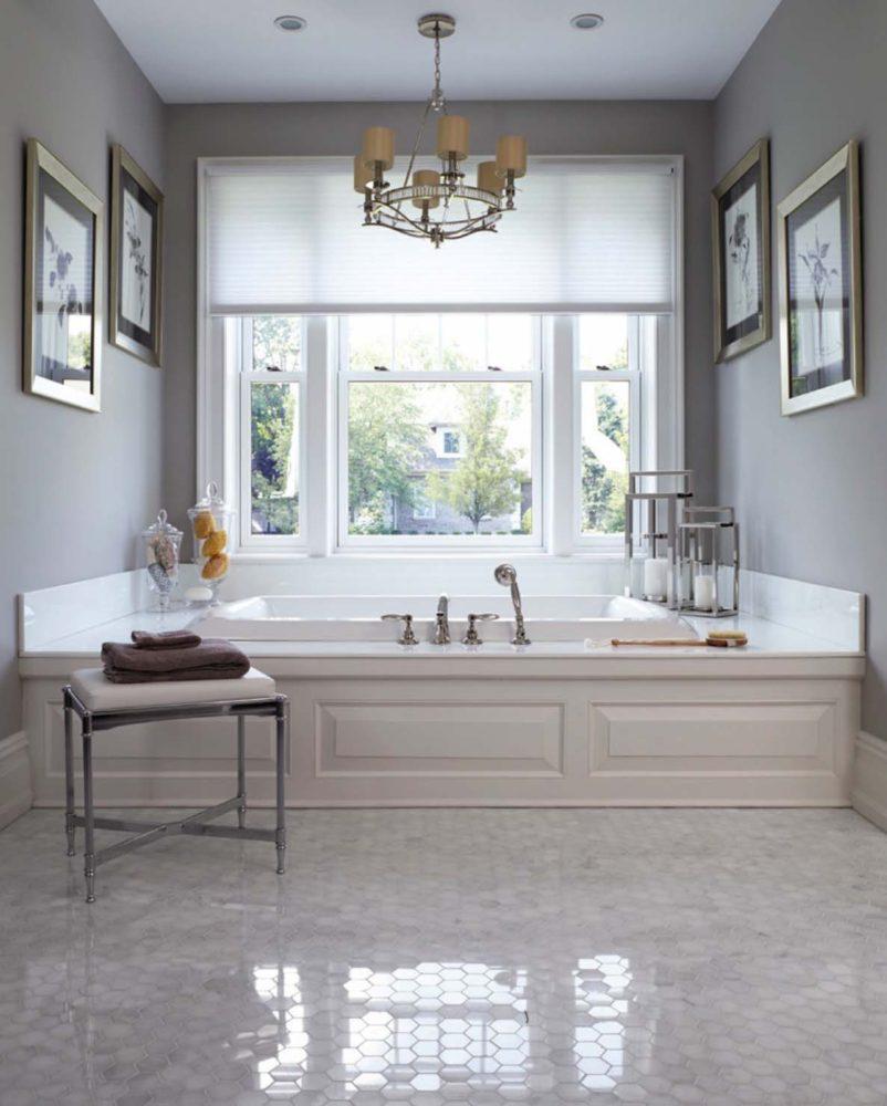 Ванная в  цветах:   Бежевый, Белый, Светло-серый, Серый.  Ванная в  стиле:   Неоклассика.