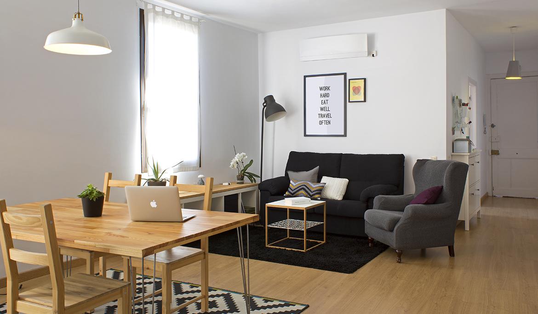 Гостиная в  цветах:   Бежевый, Коричневый, Светло-серый, Серый, Черный.  Гостиная в  стиле:   Скандинавский.