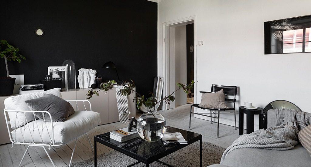Маленькая чёрно-белая квартира с безупречным интерьером
