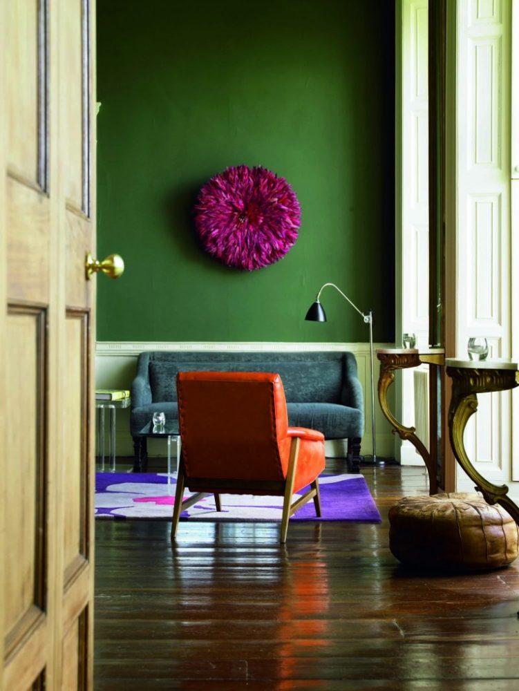 Гостиная в  цветах:   Бежевый, Светло-серый, Темно-зеленый, Темно-коричневый, Черный.  Гостиная в  стиле:   Минимализм.