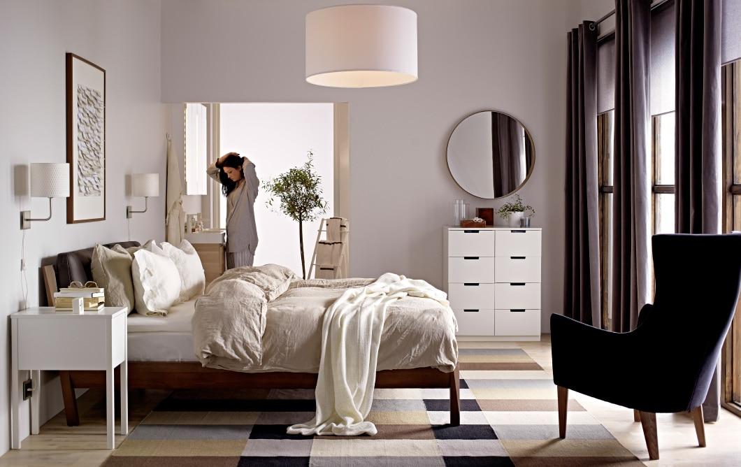 Спальня в  цветах:   Бежевый, Светло-серый, Серый, Темно-коричневый, Черный.  Спальня в  стиле:   Скандинавский.
