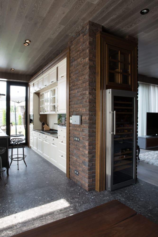 Кухня/столовая в  цветах:   Коричневый, Светло-серый, Серый, Темно-коричневый, Черный.  Кухня/столовая в  стиле:   Лофт.