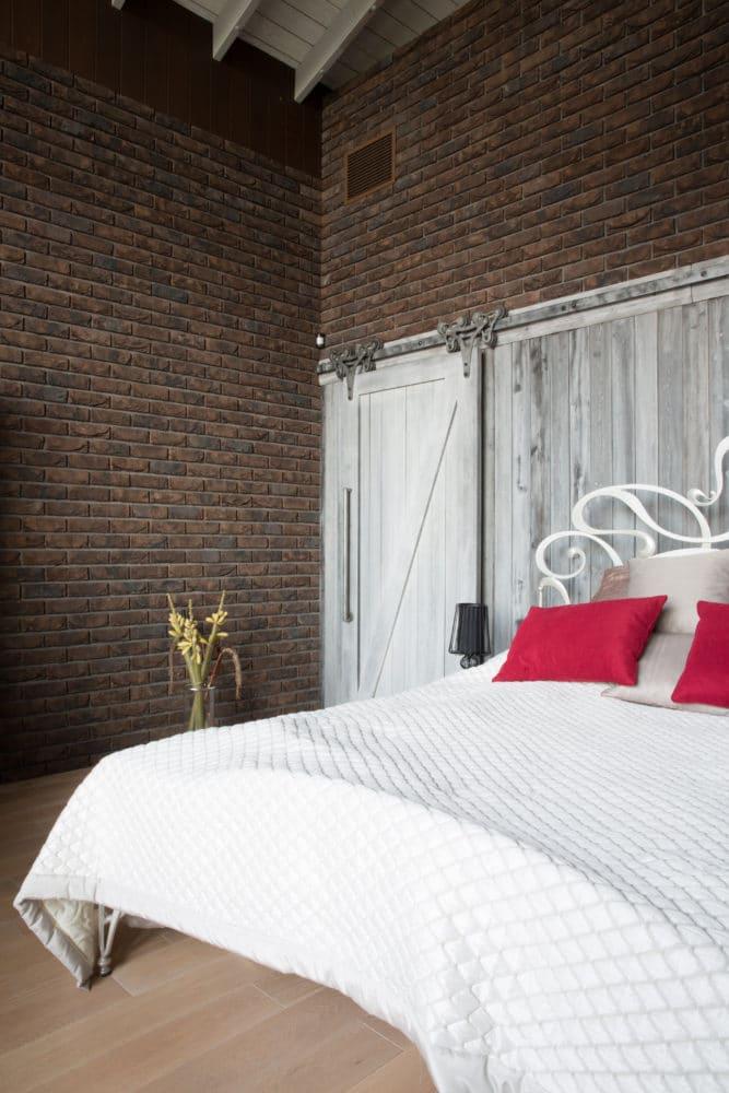 Спальня в  цветах:   Бежевый, Белый, Светло-серый, Темно-коричневый, Черный.  Спальня в  стиле:   Лофт.