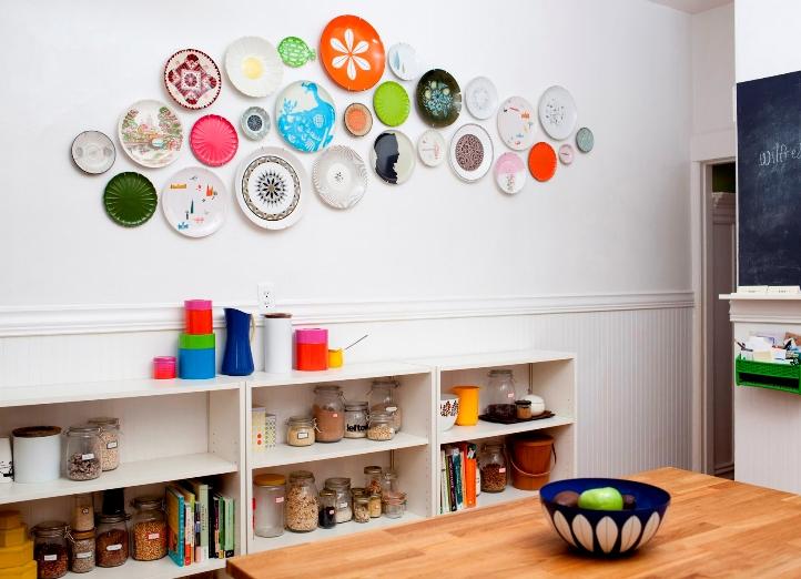 Кухня/столовая в  цветах:   Бежевый, Белый, Оранжевый, Светло-серый, Серый.  Кухня/столовая в  стиле:   Скандинавский.