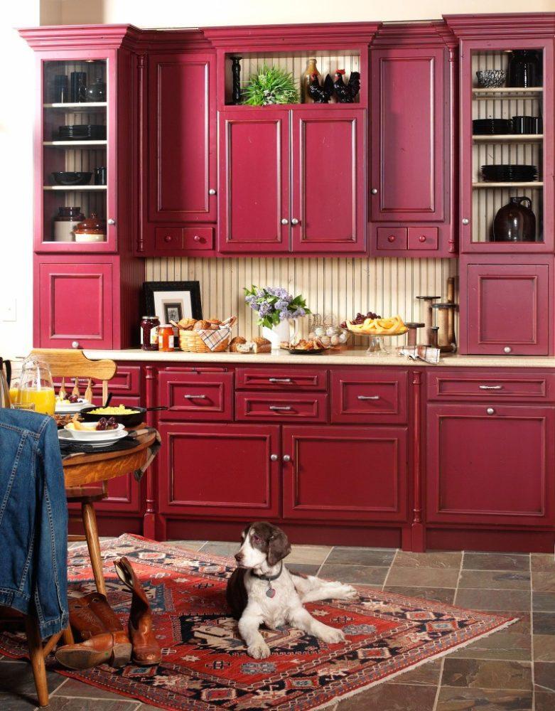 Кухня/столовая в  цветах:   Бежевый, Белый, Бордовый, Красный, Темно-коричневый.  Кухня/столовая в  стиле:   Неоклассика.