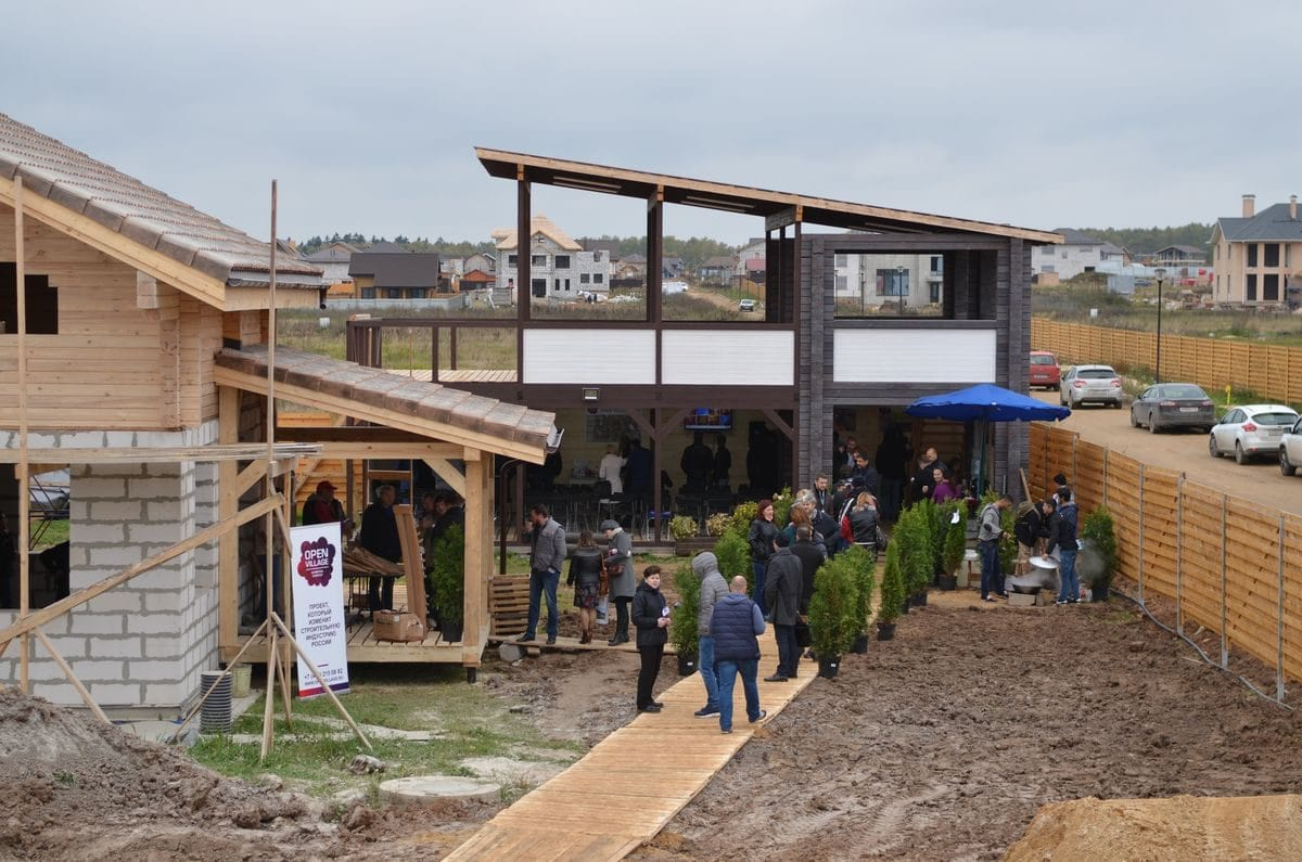 Стройка для выставки Open Village идёт полным ходом