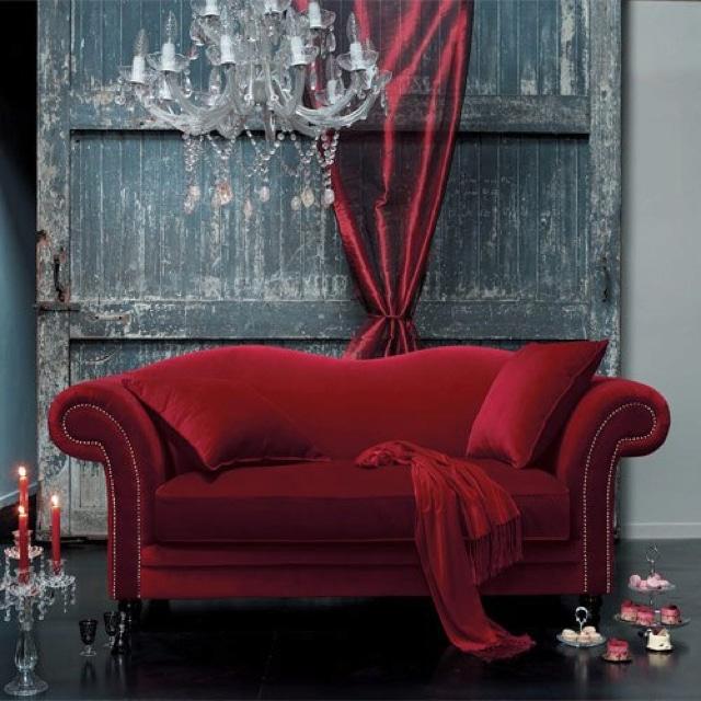 Гостиная в  цветах:   Бордовый, Серый, Синий, Темно-коричневый, Черный.  Гостиная в  стиле:   Неоклассика.