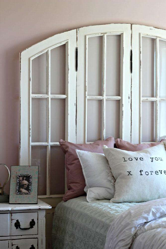 Спальня в  цветах:   Бежевый, Белый, Светло-серый, Серый, Темно-коричневый.  Спальня в  стиле:   Шебби-шик.