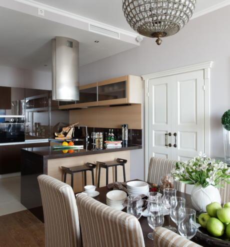 Кухня/столовая в  цветах:   Светло-серый, Серый, Темно-коричневый, Бежевый.  Кухня/столовая в  стиле:   Минимализм.