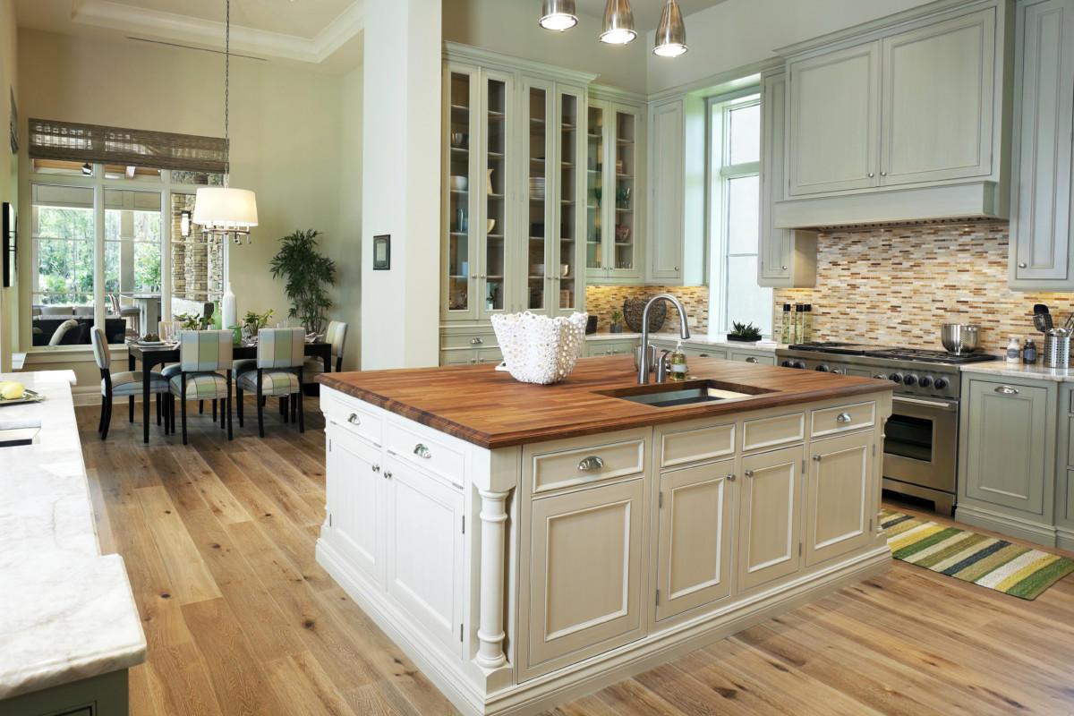 Кухня/столовая в  цветах:   Бежевый, Светло-серый, Темно-зеленый, Темно-коричневый.  Кухня/столовая в  стиле:   Прованс.