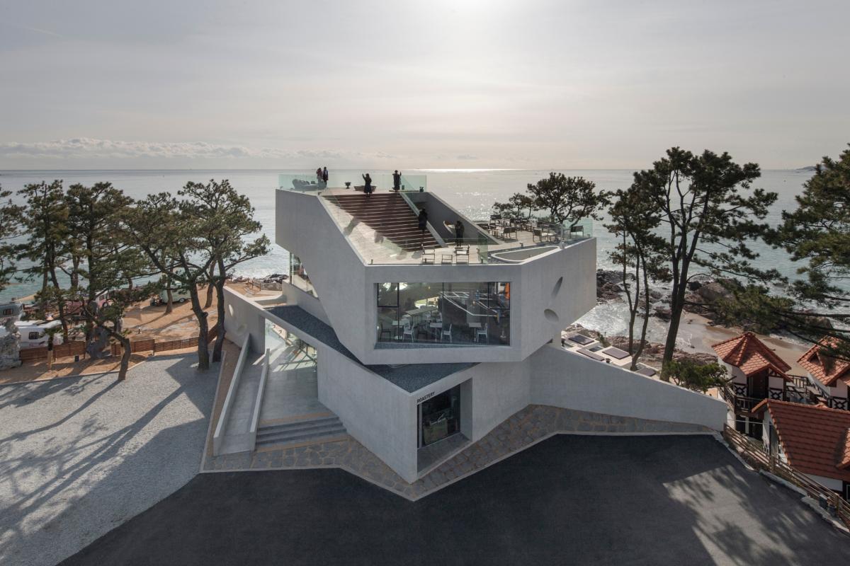 Потрясающий современный дом в форме звезды