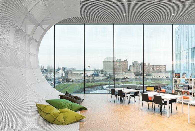 Офис в  цветах:   Бежевый, Коричневый, Светло-серый, Темно-зеленый.  Офис в  стиле:   Минимализм.