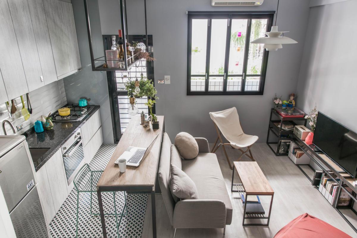 Маленькая квартира с кроватью на шкафу