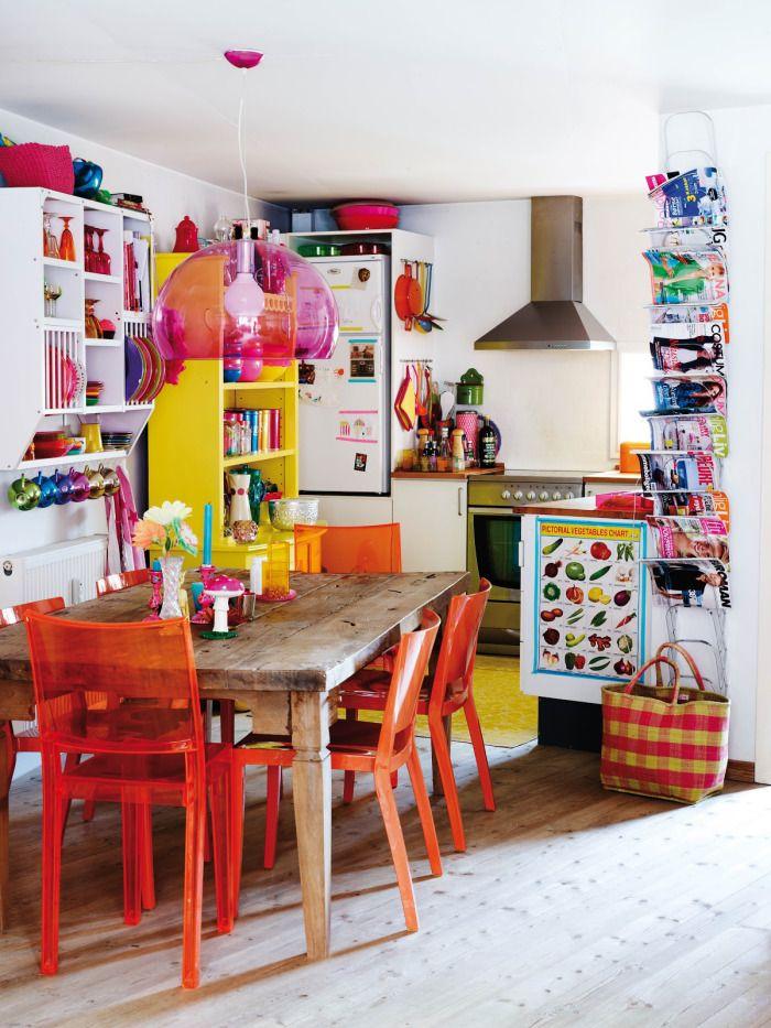 Кухня/столовая в  цветах:   Бежевый, Бордовый, Светло-серый, Серый, Темно-коричневый.  Кухня/столовая в  стиле:   Скандинавский.