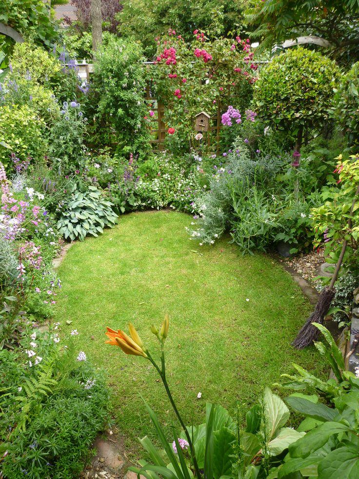 Сад и участок в  цветах:   Салатовый, Светло-серый, Темно-зеленый.  Сад и участок в  .