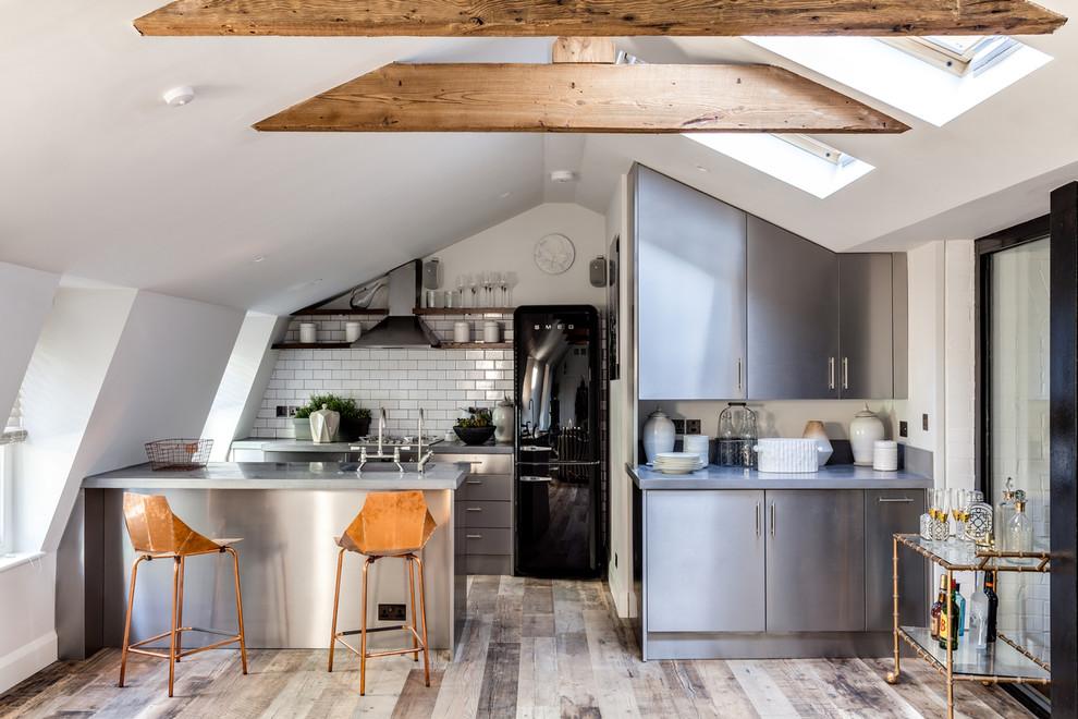 Кухня/столовая в  цветах:   Коричневый, Светло-серый, Серый, Темно-коричневый.  Кухня/столовая в  стиле:   Скандинавский.