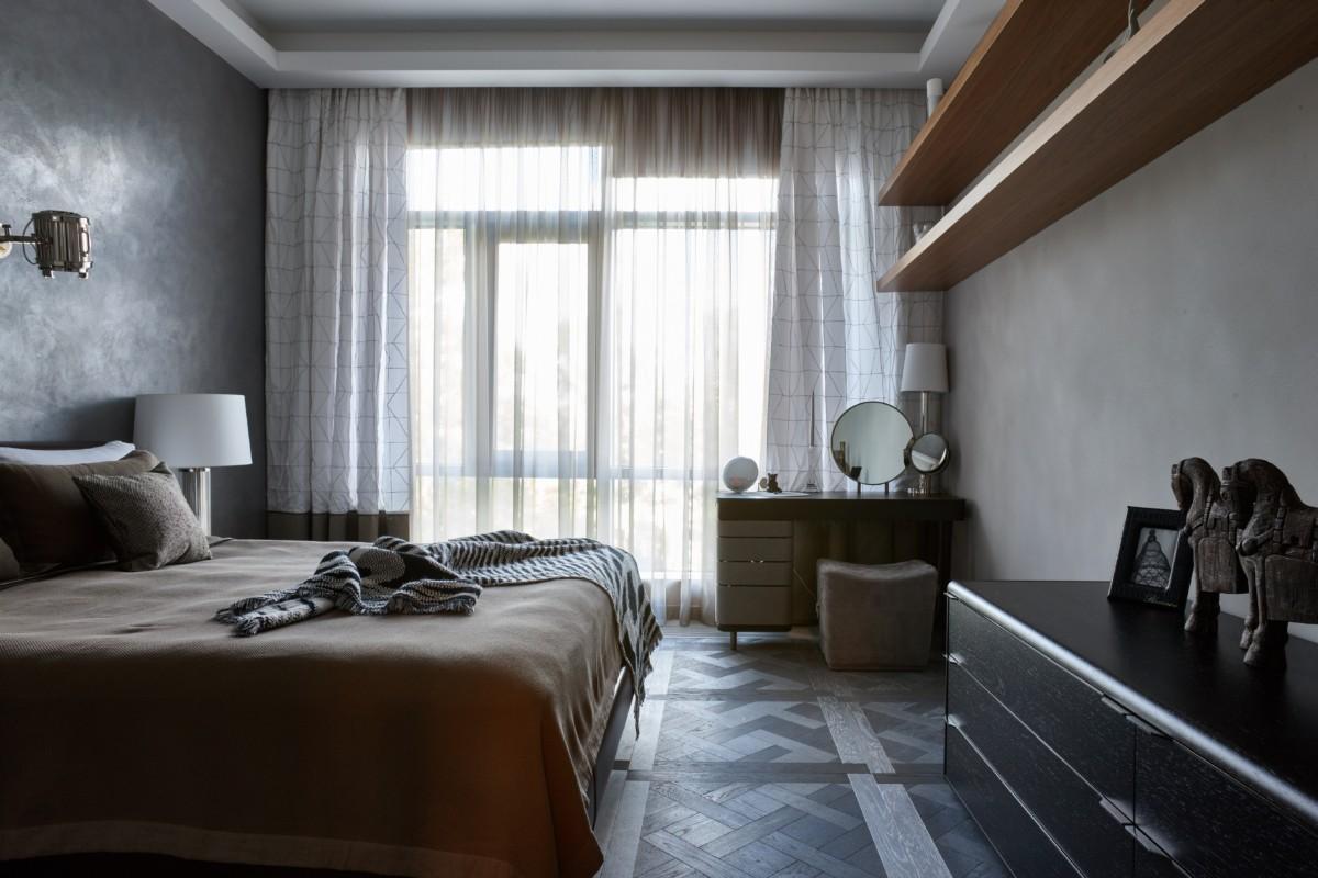 Спальня в  цветах:   Бирюзовый, Светло-серый, Серый, Темно-коричневый.  Спальня в  стиле:   Минимализм.
