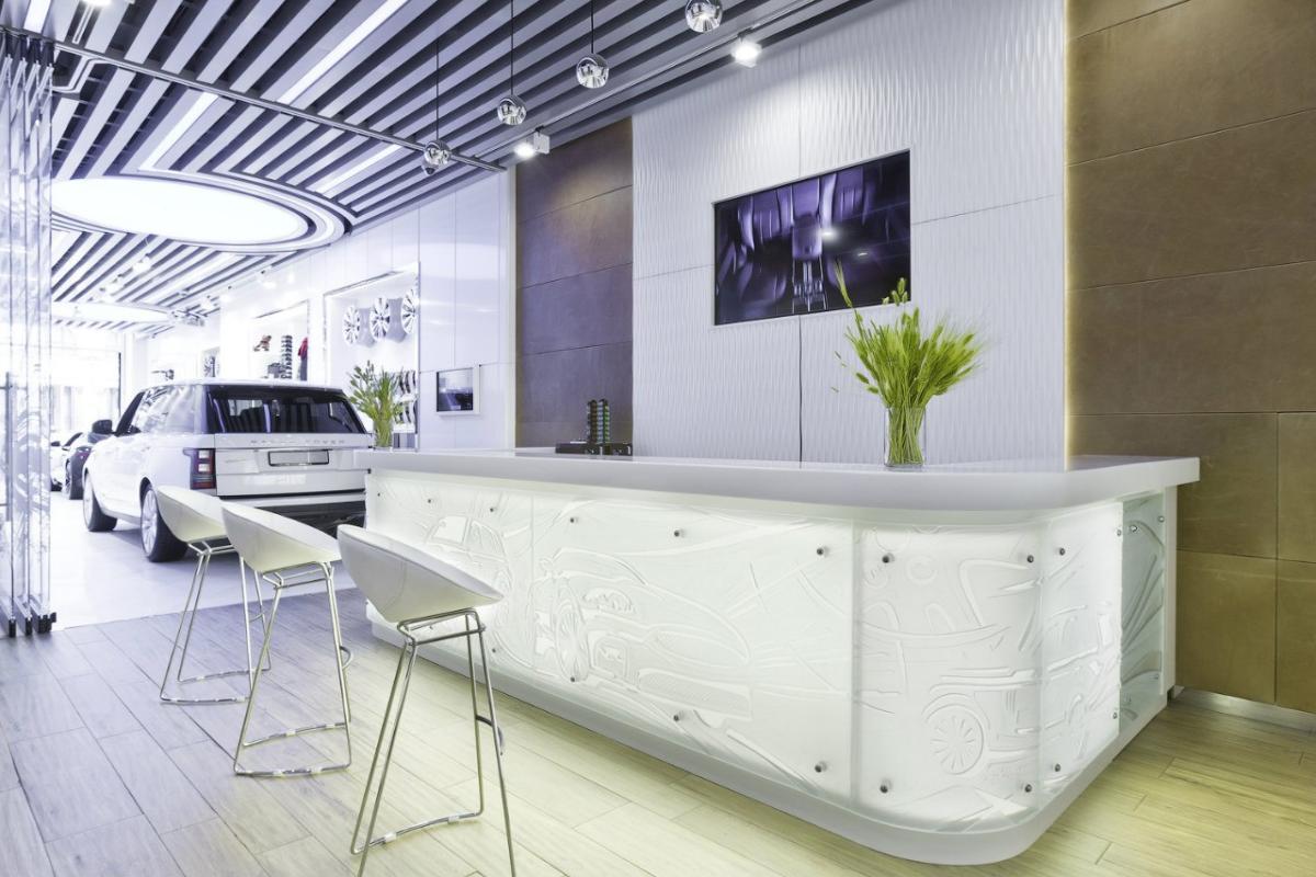 Кухня/столовая в  цветах:   Бежевый, Светло-серый, Фиолетовый.  Кухня/столовая в  стиле:   Минимализм.