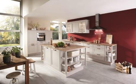 Кухня/столовая в  цветах:   Бежевый, Бордовый, Коричневый, Темно-зеленый.  Кухня/столовая в  стиле:   Неоклассика.