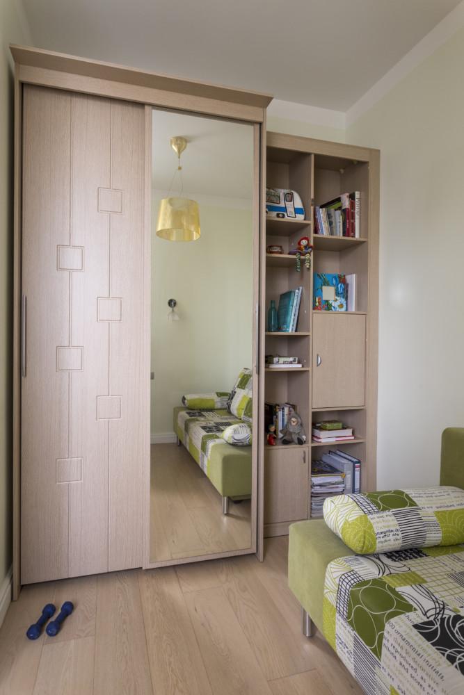 Шкаф сделан на заказ по эскизам дизайнера.