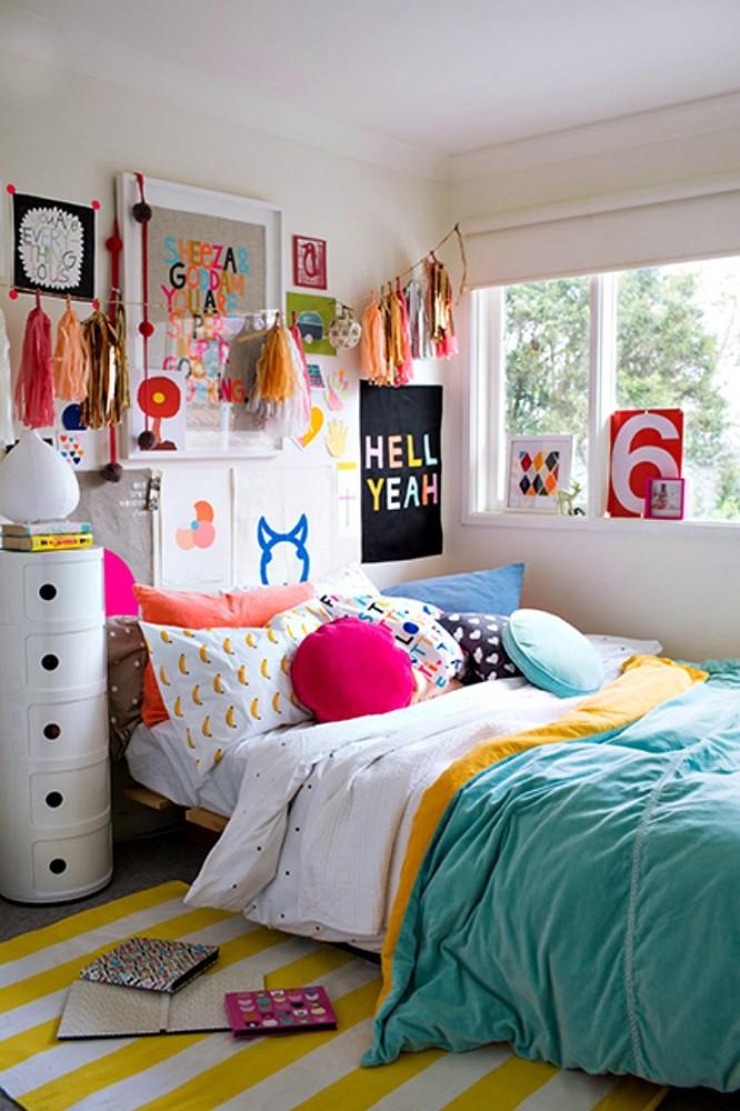 Спальня в  цветах:   Бежевый, Бирюзовый, Красный, Светло-серый, Синий.  Спальня в  стиле:   Скандинавский.