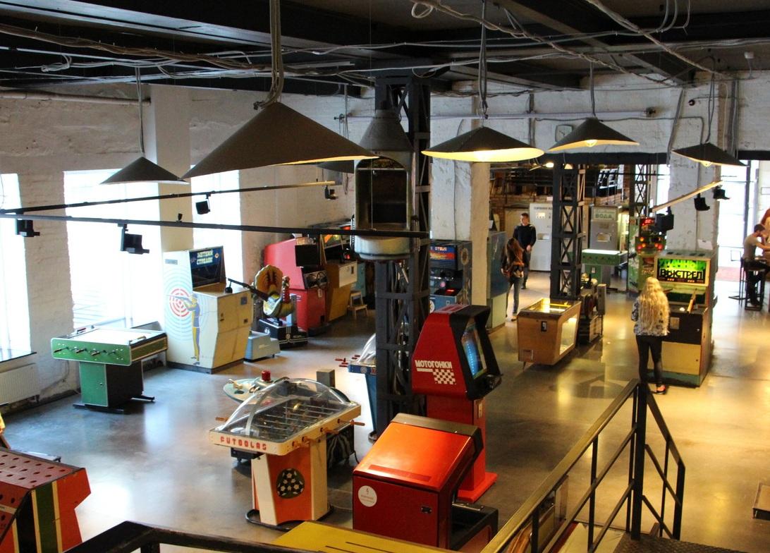 Радиоприёмник, игрушки и фотоаппарат «Зенит» — в субботу в Москве пройдёт благотворительный аукцион