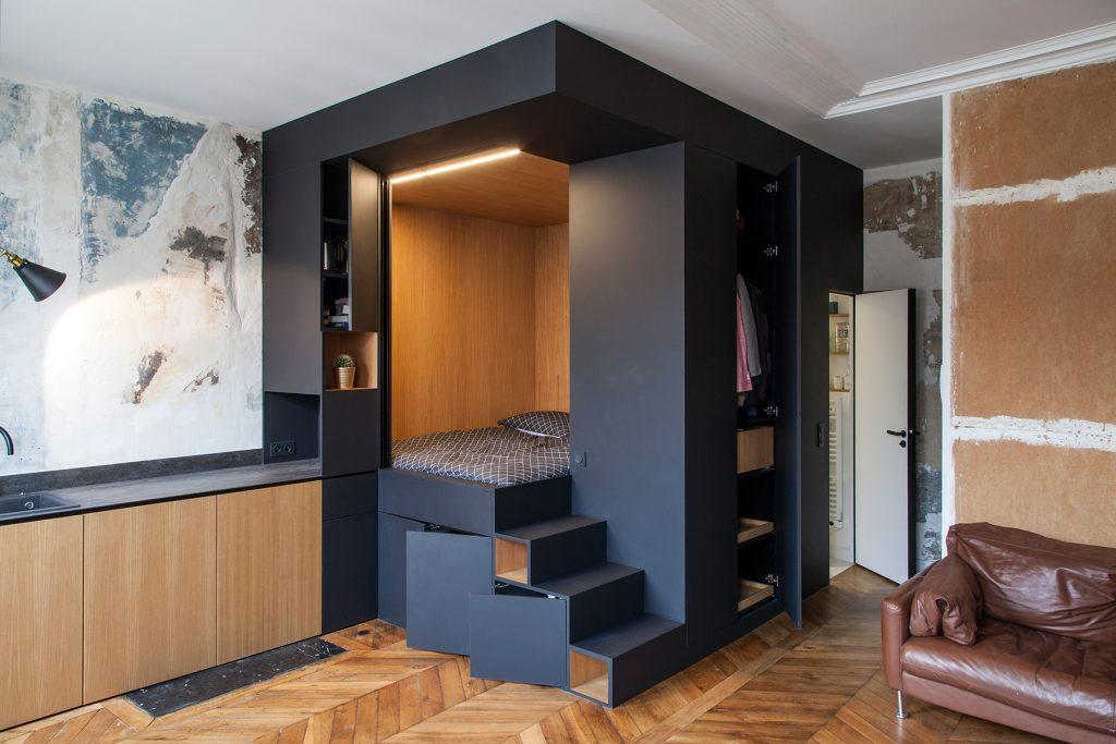 Как устроить спальню в квартире-студии: пример кровати с хранением