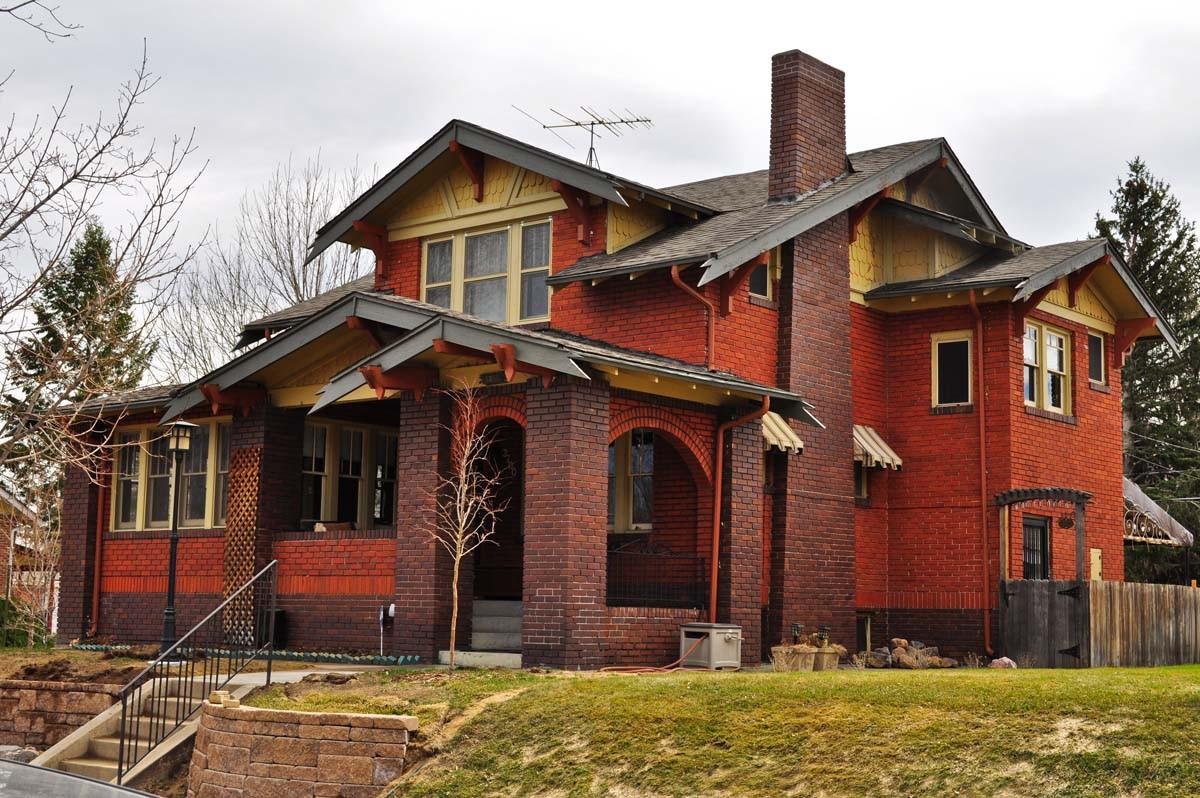 Красивые кирпичные дома: 20 вариантов для вдохновения