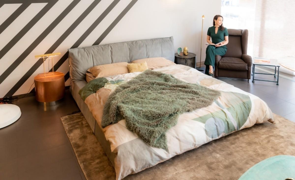 10 модных кожаных предметов мебели от культовых брендов