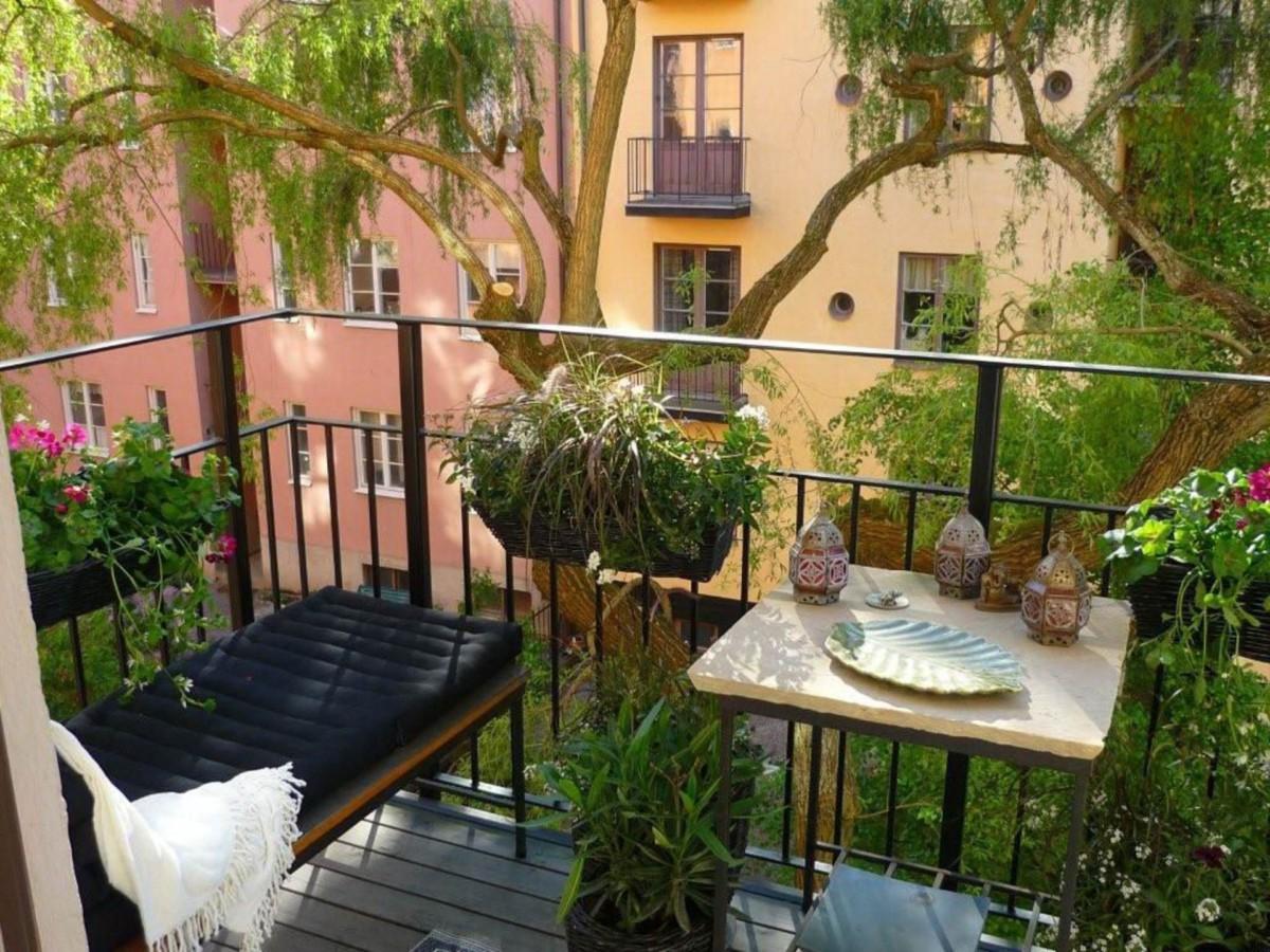 10 красивых и практичных идей оформления балкона