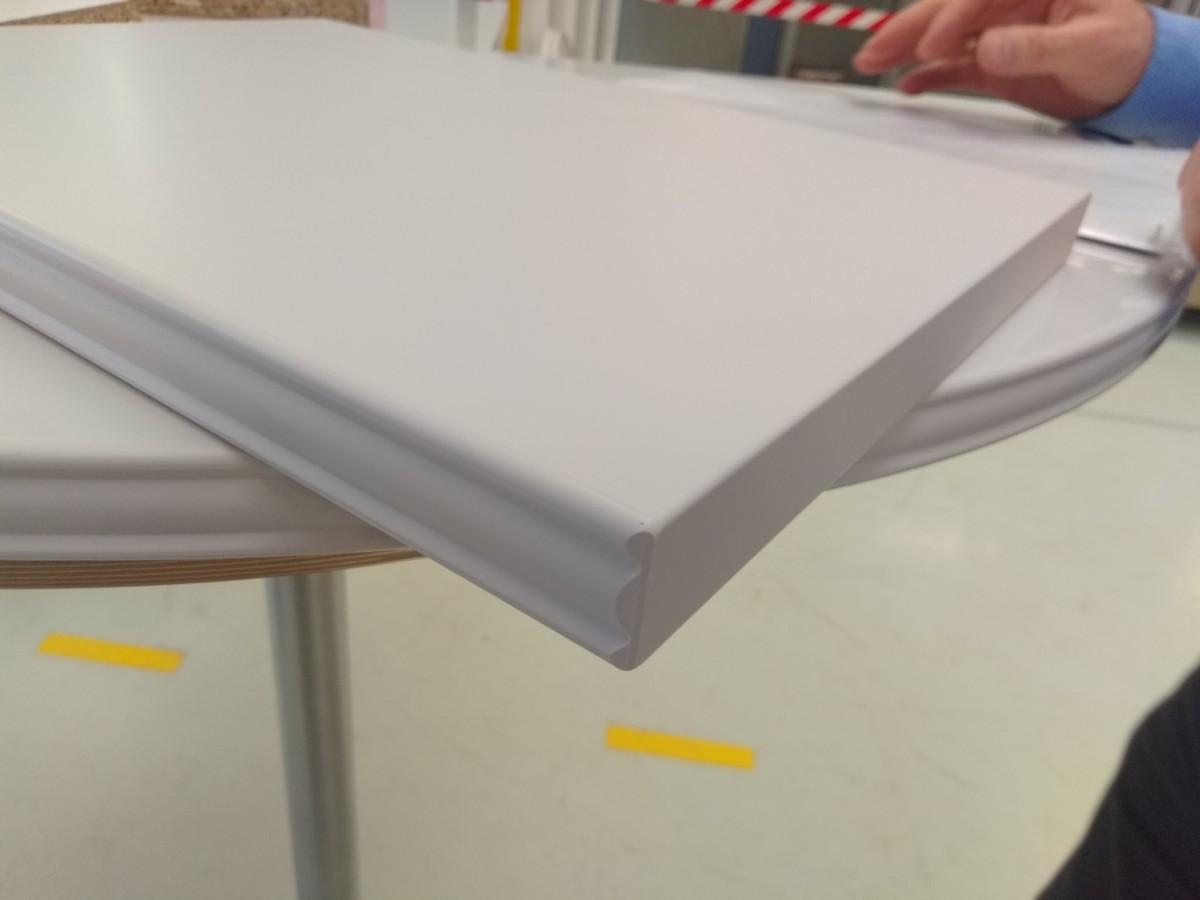 Новые модели мебельных кромок с люминесцентным эффектом от Rehau