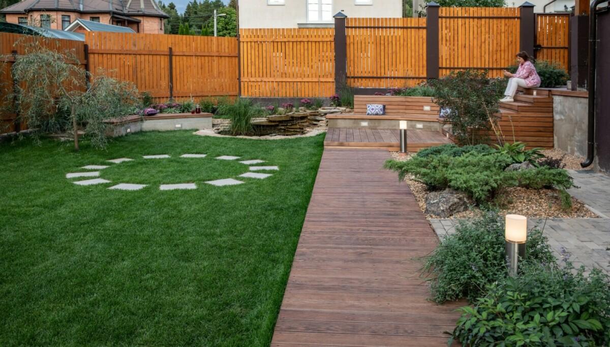 Как уложить рулонный газон и не потерять его красоту: мастер-класс от эксперта
