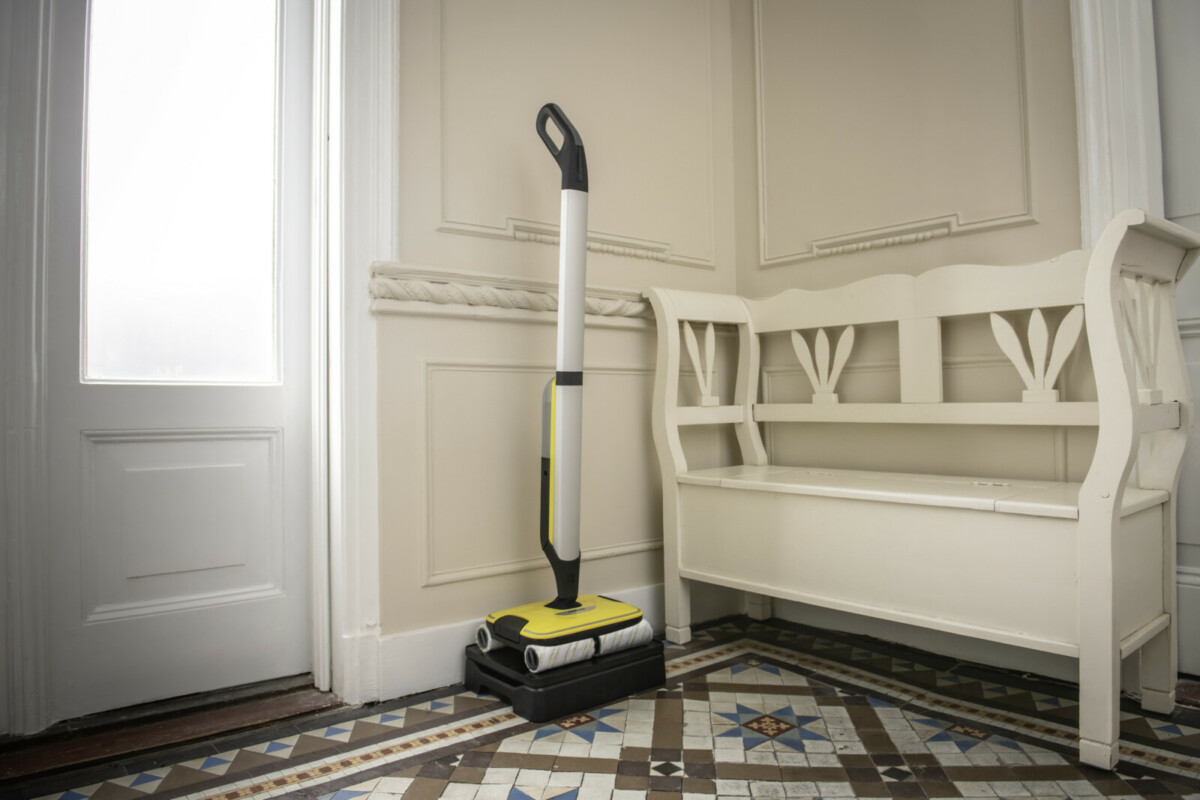 Новый аппарат для влажной уборки пола Kärcher заменит пылесос и швабру