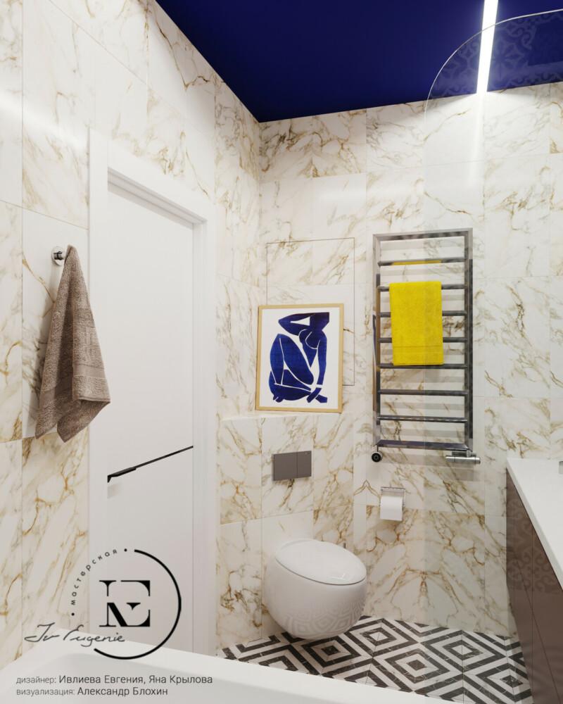 Посмотрите, как на фоне темно-синего потолка, светлая керамическая плитка выглядит воздушной и нежной. Яркая картина над инсталяцией является «изюминкой» ванной комнаты. Дверь и полотенцесушитель хорошо вписываются в общую концепцию.